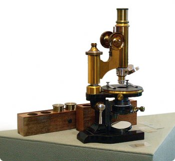 Изобретение микроскопа